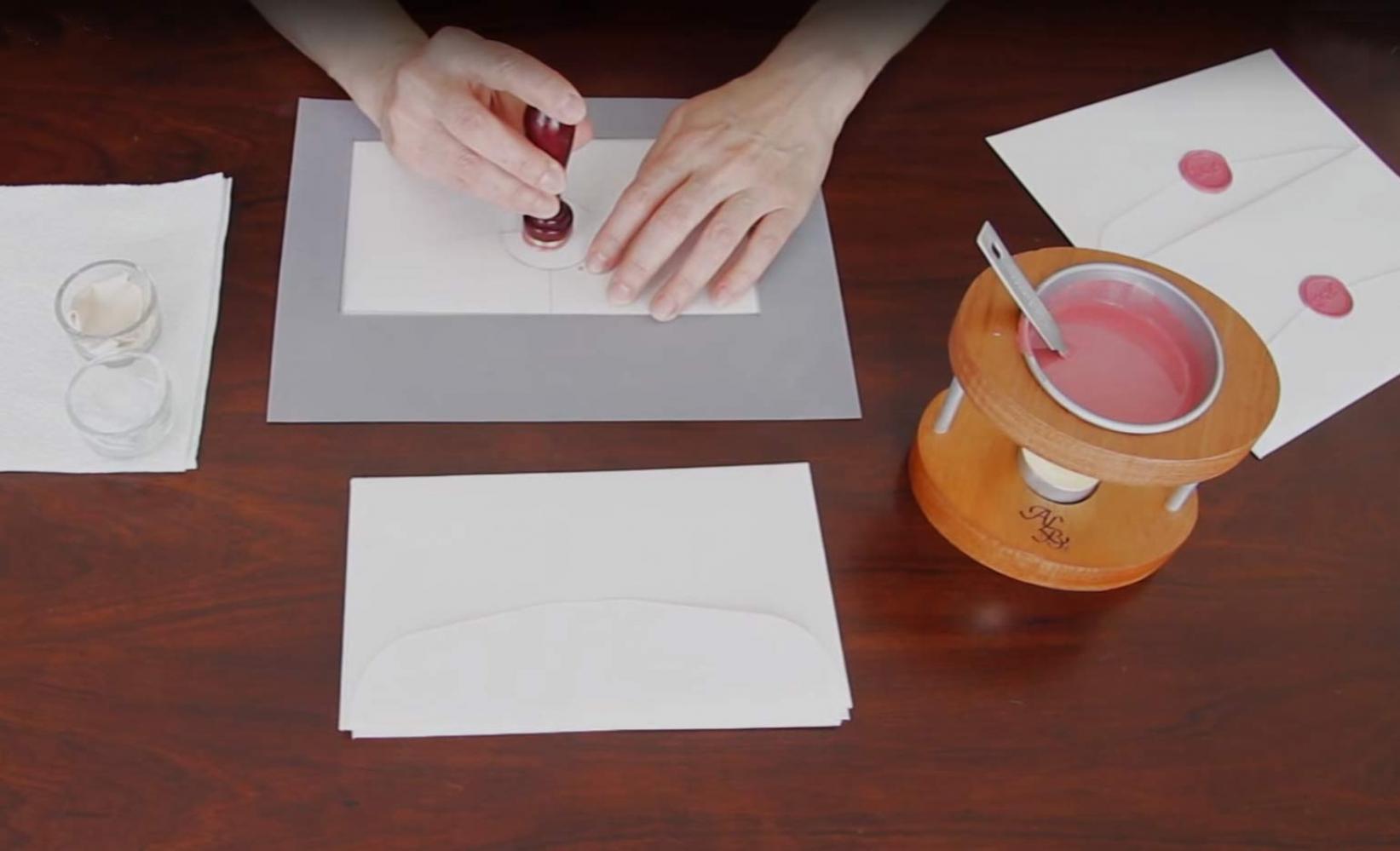 Cómo lacrar varios sobres con lacrador personal