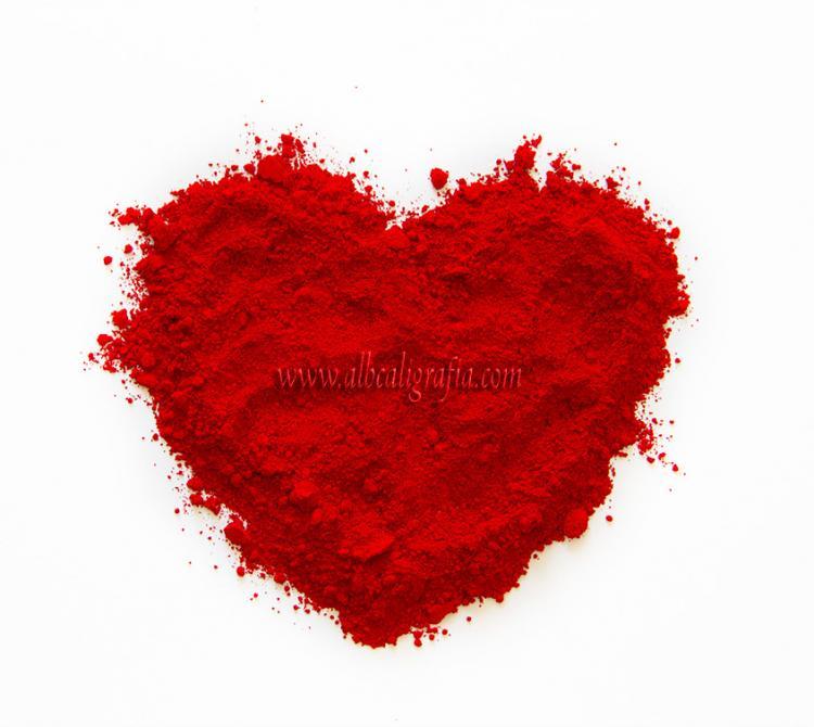 Corazón de polvo rojo