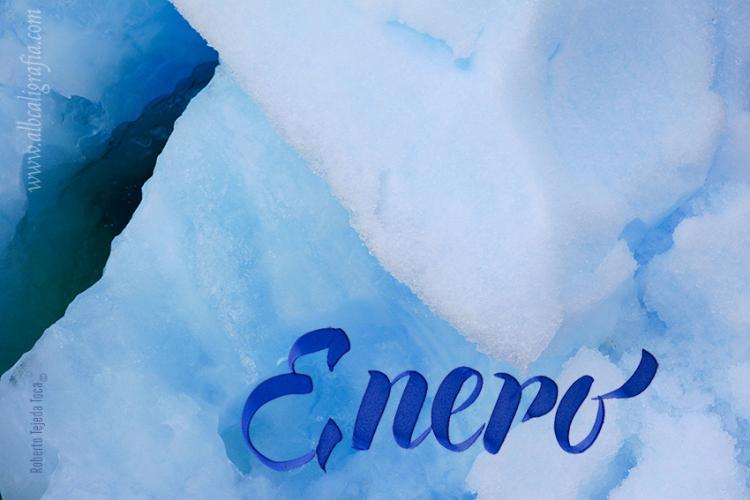 Palabra enero en color azul sobre imagen de hielo glaciar