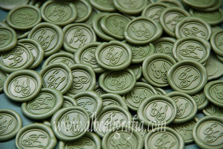 Medallones de lacre verdes con iniciales ES