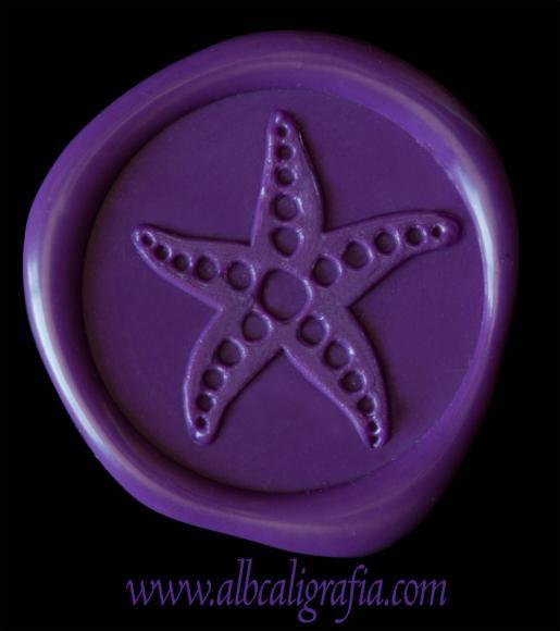 Medallón de lacre color morado con estampado de estrella de mar