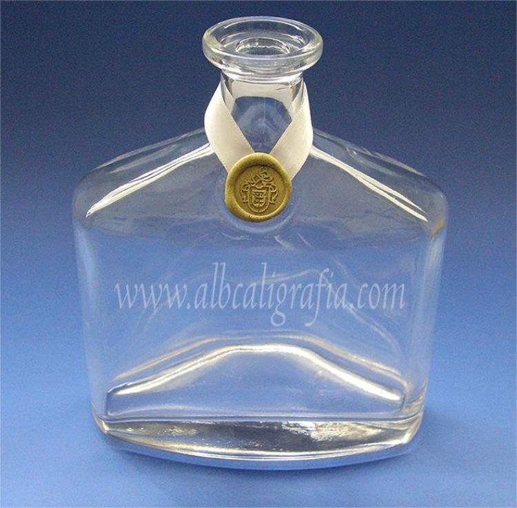 Botella con medallón de lacre oro