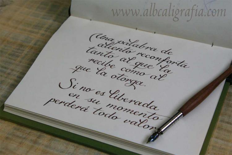 Texto caligráfico sobre las palabras de aliento