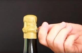 Lacrado y apertura de botella de Champagne