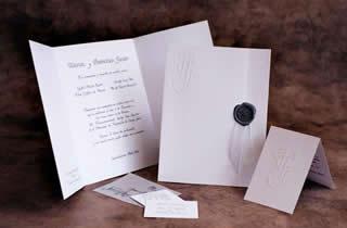 Invitación con lacre gris y listón