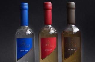 3 Botellas de tequila CORTICA selladas con lacre del color de la etiqueta