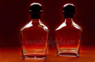 Botellas de linea cuadrada con tapón cubierto por lacre