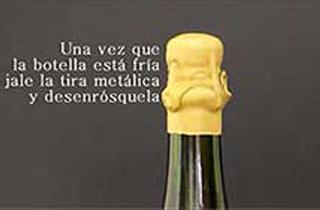 Botella de champagne con lacre color oro