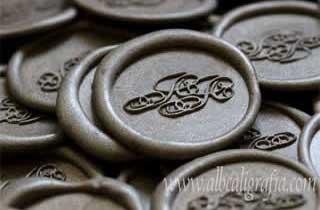 Medallones de lacre en color plata para invitaciones de boda