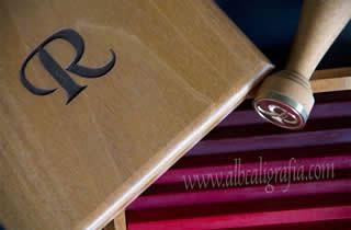 Juego de lacrado de lujo con estuche de madera grabada con inicial R