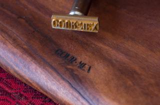 Tabla de madera grabada con calor con un Set de Termograbado