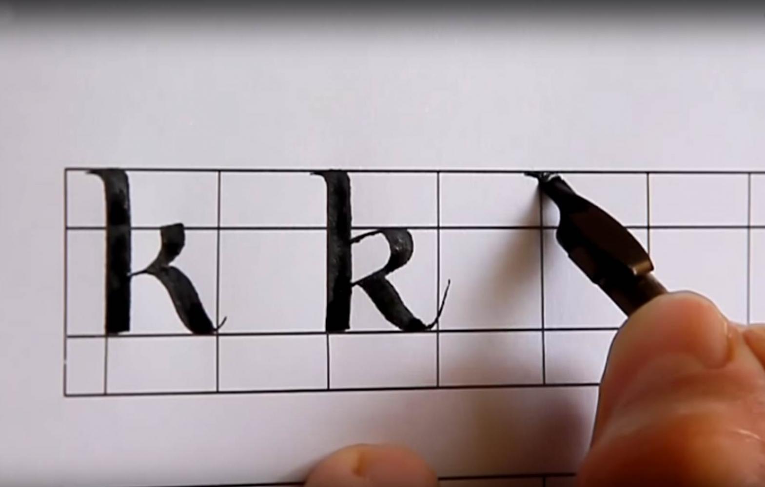 Trazo caligráfico de letra Uncial parte dos